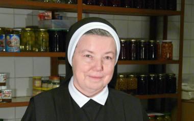 """Siostra Anastazja jest nazywana """"Pierwszą Kucharką RP"""". Pierwszy poradnik – """"103 ciasta siostry Anastazji"""", ukazał się w 2001 r. i"""