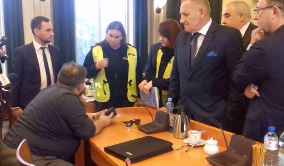 Film do artykułu: Bełchatów. Ryszard Ciągło pijany na sesji rady powiatu? [WIDEO]