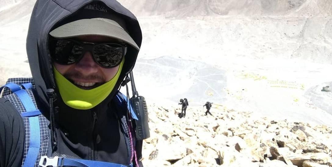"""Łukasz Łagożny z Sanoka zdobywa Koronę Ziemi, zaliczył ósmy szczyt: """"Dał mi w tyłek ten Everest"""""""