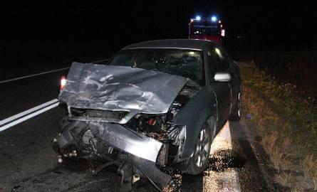 Dwa auta zmiażdżone po czołówce. Kierowca nie żyje (zdjęcia)