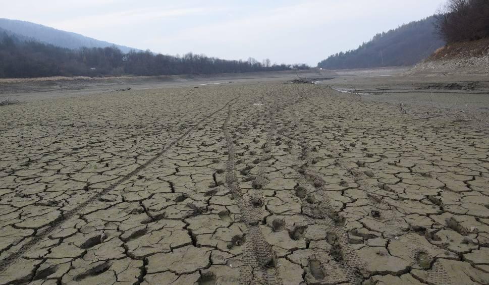 Film do artykułu: Gorlice. Stan wody w zalewie klimkowskim obniża się z każdym dniem. Cofki już nie ma, zatoki na wysokości Kunkowej też nie
