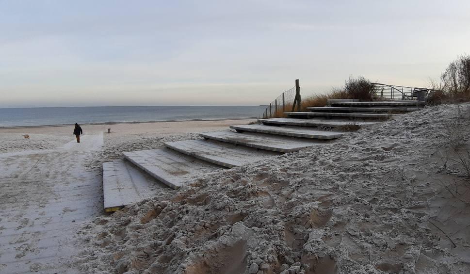 Film do artykułu: Mróz na plaży w Świnoujściu. Zobaczcie, jak wygląda plaża zimą - to rzadki widok.