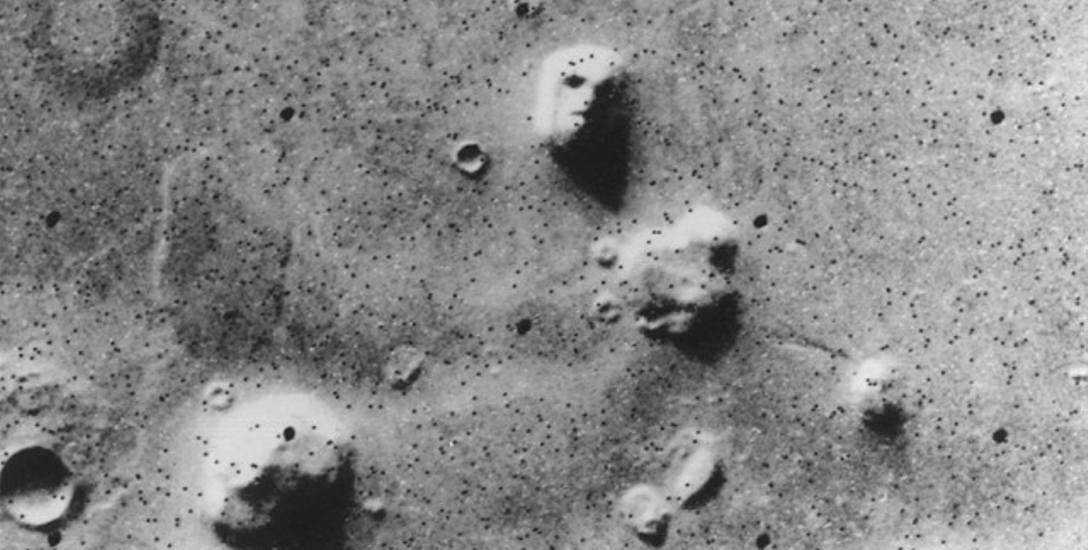 Zdjęcie fragmentu regionu Cydonii zrobione przez sondę Viking 1 w 1976 roku.