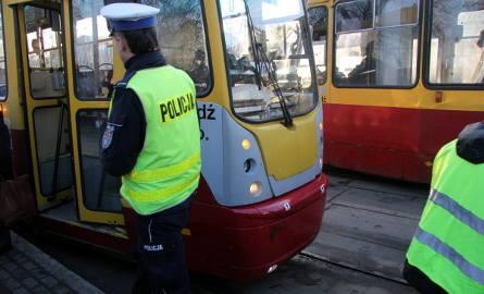 Wypadek na Zgierskiej w Łodzi. Tramwaj potrącił pieszego. Wstrzymany ruch tramwajowy