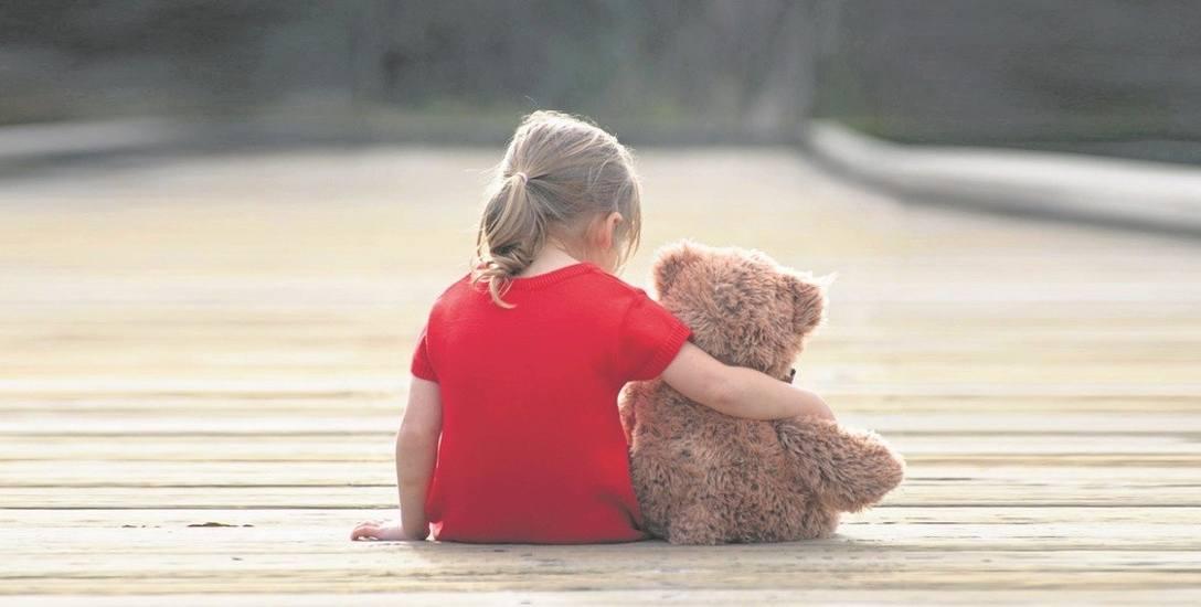 Dziecko wobec dorosłego, który ma złe zamiary z reguły bywa bezbronne. Dlatego takie historie jak Doroty wychodzą dopiero po latach