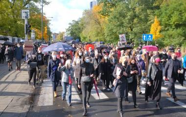Warszawiacy protestują przeciwko decyzji TK ws. aborcji