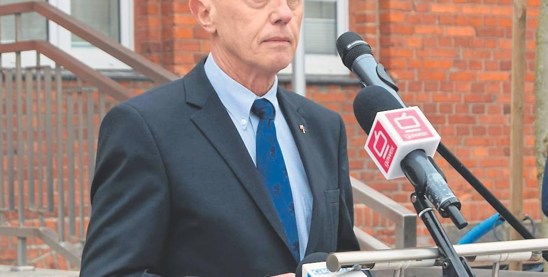 Burmistrz Szczecinka Jerzy Hardie-Douglas zarobi około 1600 złotych mniej