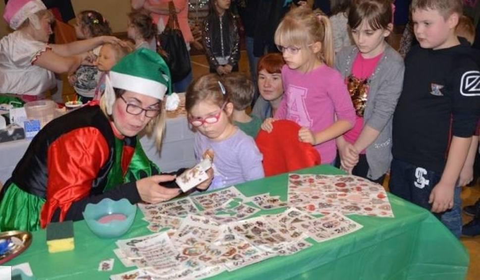 Film do artykułu: Święty Mikołaj w Nowej Słupi. Setki dzieci i... bardzo okazałe prezenty (DUŻO ZDJĘĆ)