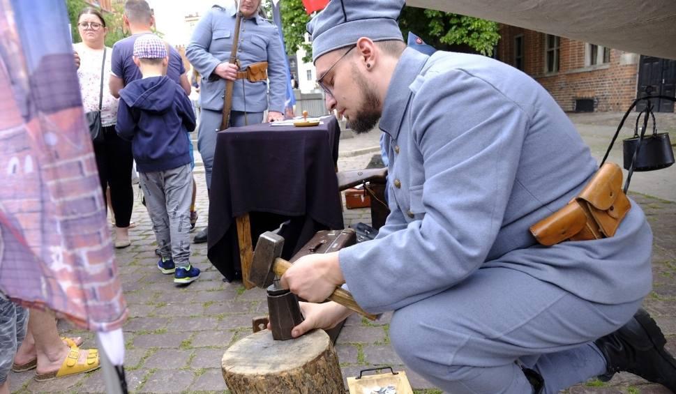 Film do artykułu: Toruń. Inscenizacja historyczna w rocznicę śmierci dowódcy Błękitnej Armii [Zdjęcia]