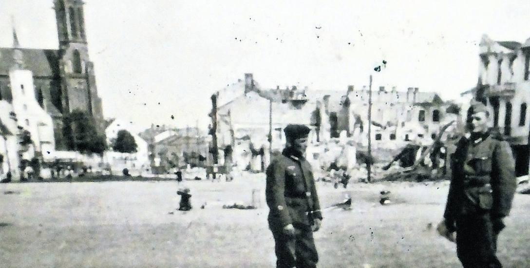 Rynek Kościuszki bez ratusza rozebranego przez Rosjan w 1940 r. Ze zbiorów Danuty Dawdo.