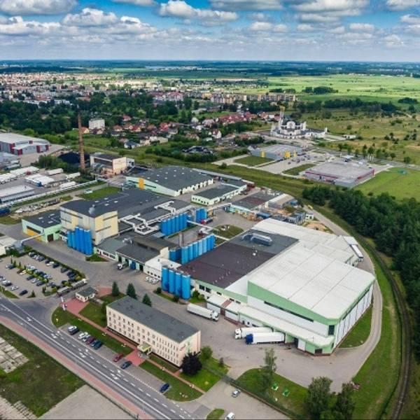 """Spółdzielnia Mleczarska """"Mlekpol"""" – jedna z największych polskich spółdzielni mleczarskich. W jej skład wchodzi dwanaście zakładów przetwórczych m.in."""