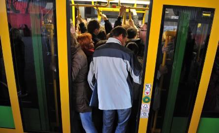 Darmowe przejazdy dotyczyłyby pasażerów, którzy korzystają z biletów papierowych lub tPortmonetki