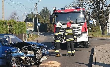 Na skrzyżowaniu wSkrzyszowie zderzyły się dwa samochody osobowe