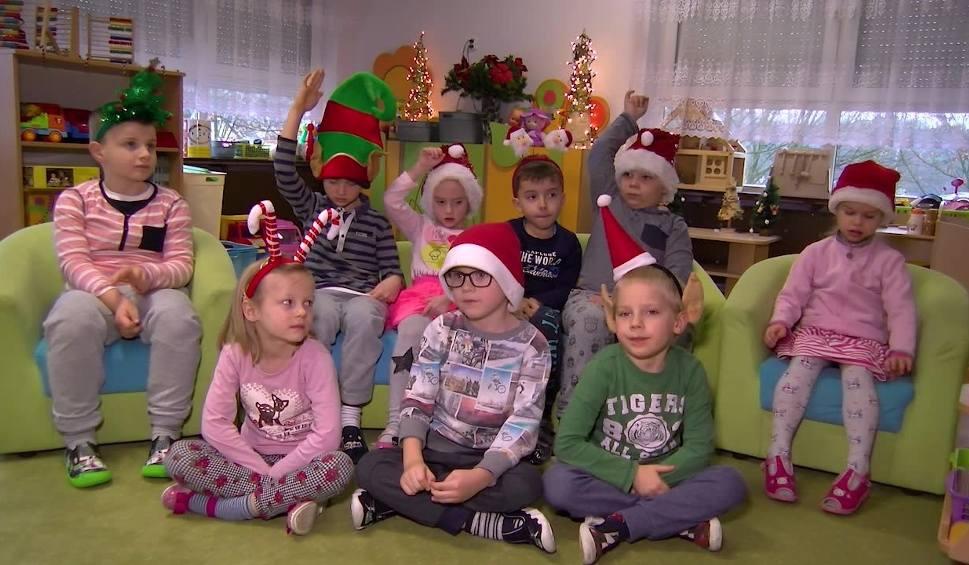 Film do artykułu: Małe Mądrale odcinek 5, czyli rezolutne przedszkolaki o świętach Bożego Narodzenia [film]