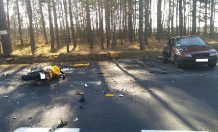 W niedzielne południe pod Szprotawą, na skrzyżowaniu drogi krajowej nr 12 i drogi nr 296 doszło do zderzenia opla z motocyklem marki honda.