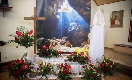 Wielka Sobota to czas ciszy i oczekiwania na zmartwychwstanie. Tego dnia nie odprawia się Mszy św. Wierni w ciszy adorują Chrystusa w Najświętszym Sakramencie