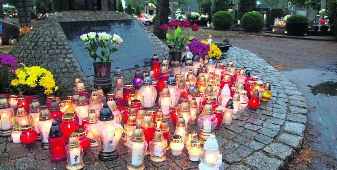 Cmentarze białogardzkie to obiekt w Pękaninie oraz obiekt przy Szosie Połczyńskiej, a także przy ul. Szpitalnej. W pobliżu jest też cmentarz wojskowy