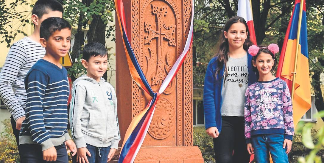To już pokolenie Ormian urodzonych w Polsce, w nowej Ojczyźnie kultywują swoją tradycję, o czym przypomina chaczkar