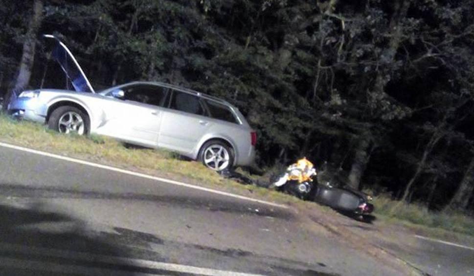 Film do artykułu: Wypadek motocyklisty k. Kłodawy. Uderzył w tył volkswagena, ranny trafił do szpitala