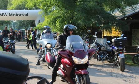 """Na Zamku w Chudowie odbyła się akcja policji w ramach kampanii skierowanej do motocyklistów """"Nie bądź następny..."""""""