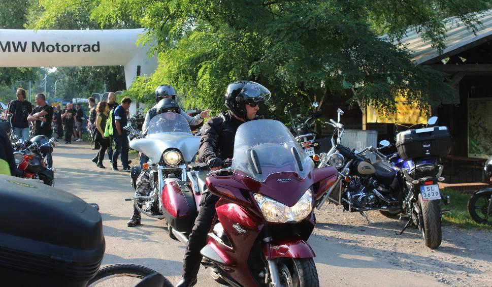 Film do artykułu: Śmiertelne wypadki motocyklistów coraz częstsze. W Chudowie policja propagowała bezpieczną jazdę