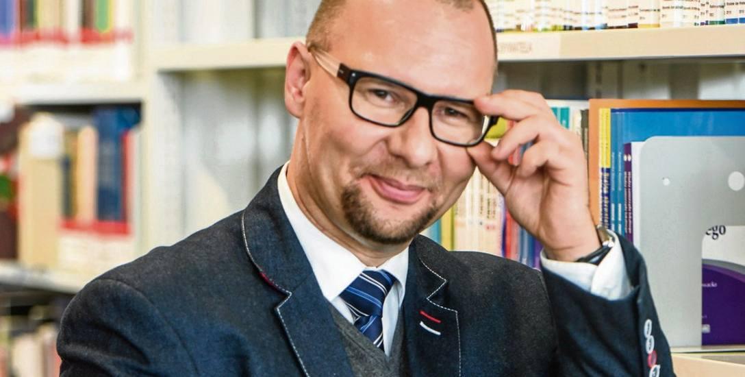 """Łukasz Kosiński: - To, że nauczyciel przyjął formułę """"bycia na luzie"""" wcale nie jest sygnałem dla ucznia, że nie trzeba szanować mistrza. Bo to przecież"""