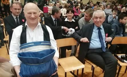 Witold Surowiec, wójt gminy Samborzec, będzie pracował przy zbiorze jabłek. Voucher poszedł za 1700 złotych!