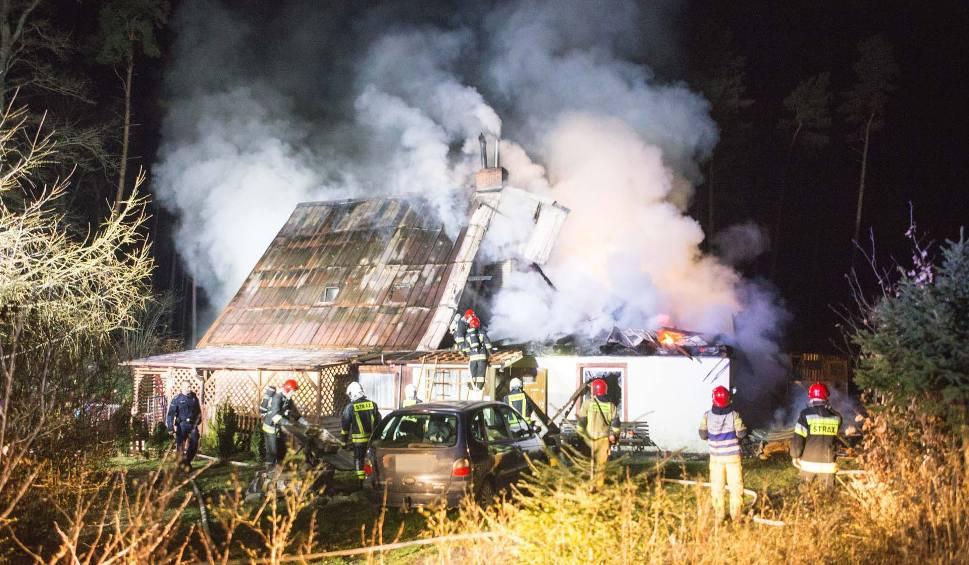 Film do artykułu: Pożar domu jednorodzinnego w Redęcinie koło Słupska. Śmierć poniósł 60-letni mężczyzna [ZDJĘCIA,WIDEO]