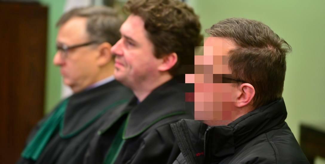 """W 2005 roku ksiądz pedofil Paweł Kania został zatrzymany za próbę nakłonienia młodych chłopców do czynów """"za stówę"""". W jego komputerze znaleziono dziecięcą"""
