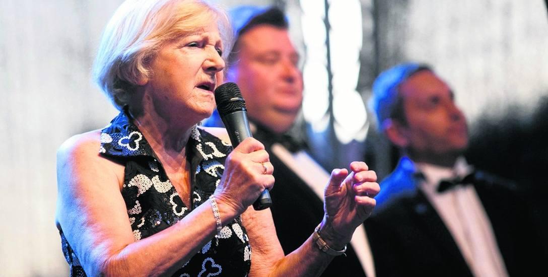 """Barbara Żurowska-Sutt zapowiada koncert """"swoich"""" trzech tenorów podczas koncertu na tegorocznym Jarmarku św. Dominika"""