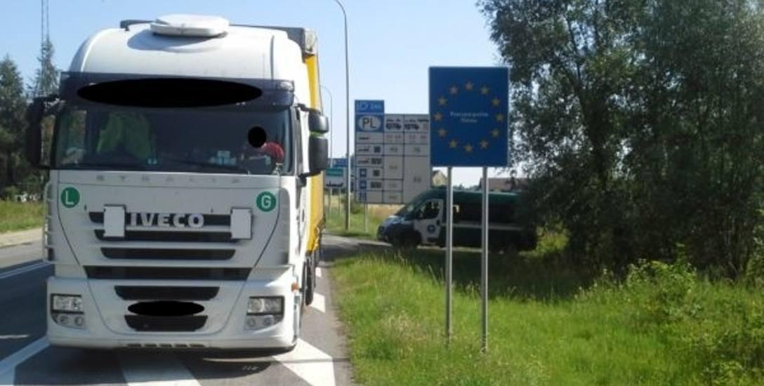 Kierowca tej czeskiej ciężarówki, która wjechała do Polski przez przejście w Trzebini, fałszował czas pracy.