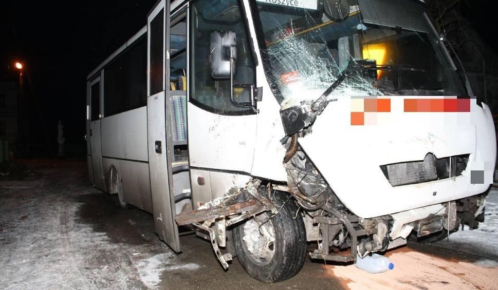 Film do artykułu: Porwali autobus i rozbili go w powiecie kazimierskim! Nocna przejażdżka zakończona na płocie