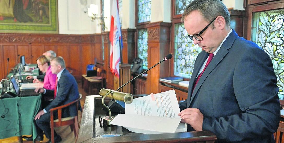 Artur Michałuszek, skarbnik miasta Słupsk, przekonywał, że potrzebne są dodatkowe pieniądze, aby wywiązać się z umów z PGK. Śmiecimy więcej, więc wychodzi