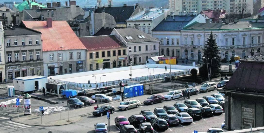 Obiekt zajął połowę dotychczasowego parkingu na pl. Wojska Polskiego