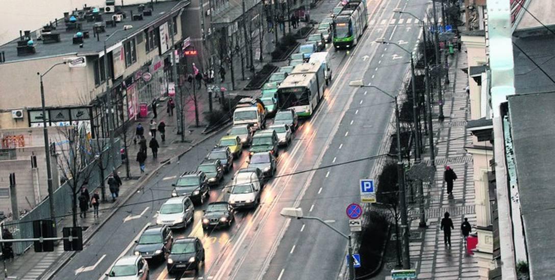 Modernizacja torów na ul. Krzywoustego ma się zakończyć przed 1 listopada. Inaczej będą kłopoty z dojazdem na Cmentarz Centralny