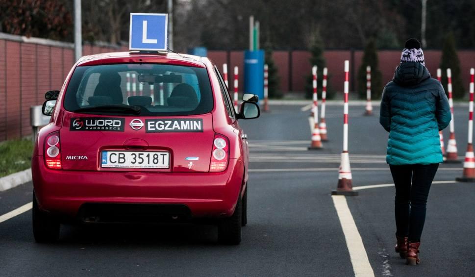 Film do artykułu: Egzaminy na prawo jazdy niczego nie uczą. Młodzi kierowcy i tak nie umieją jeździć RAPORT NIK
