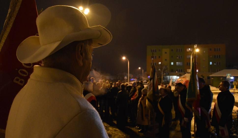 Film do artykułu: Pamięci strajkujących hutników. W Ostrowcu uczczono 37. rocznicę ogłoszenia stanu wojennego [ZDJĘCIA]