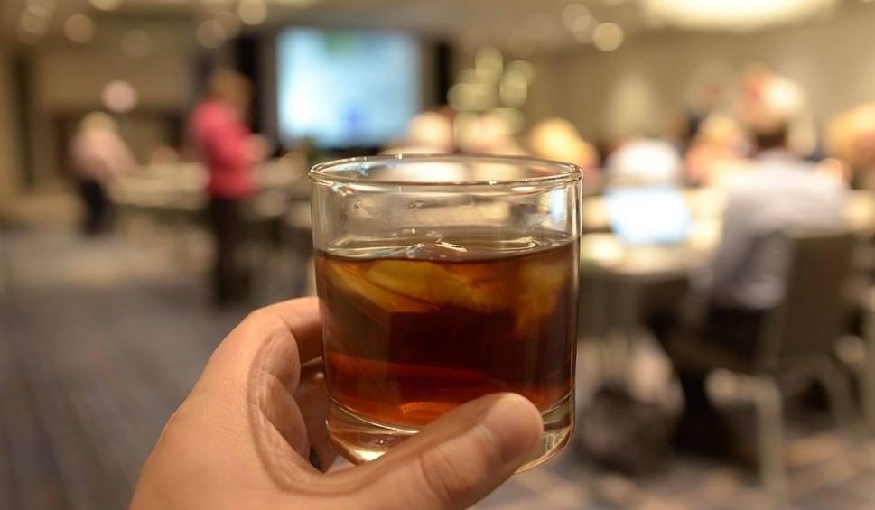 Film do artykułu: Whisky nowym sposobem na przeziębienie? Najnowsze badania mogą zdziwić