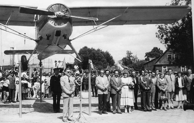 12 czerwca 1983 roku. Odsłonięcie pomnika poświęconego lotnikom.