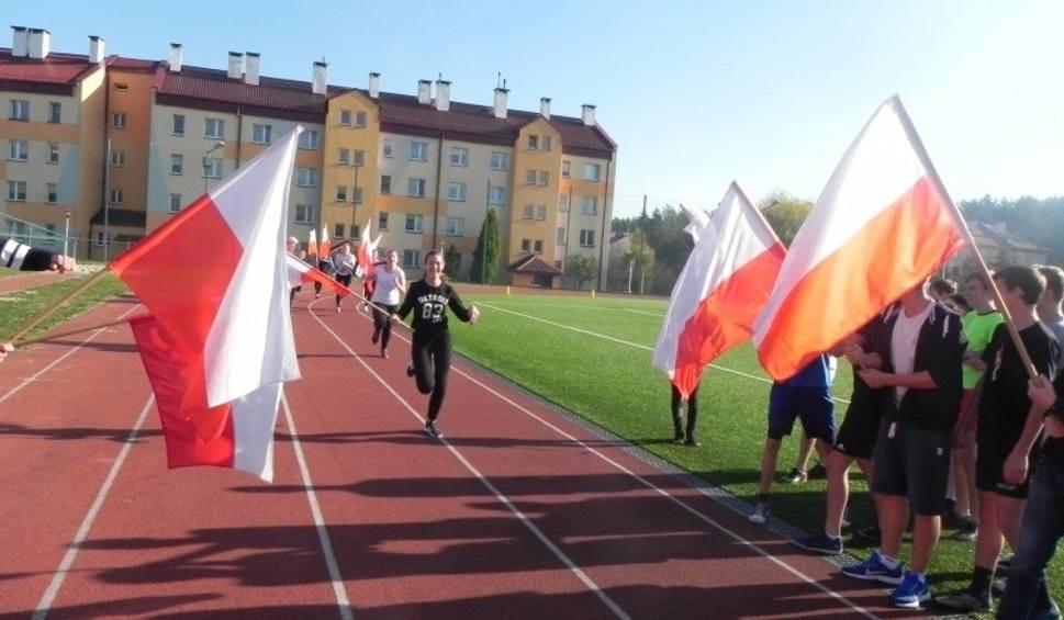 Film do artykułu: W Szkole Podstawowej w Połańcu na sportowo uczczono Święto Niepodległości. Uczniowie wystartowali w biegu [ZDJĘCIA, WYNIKI]