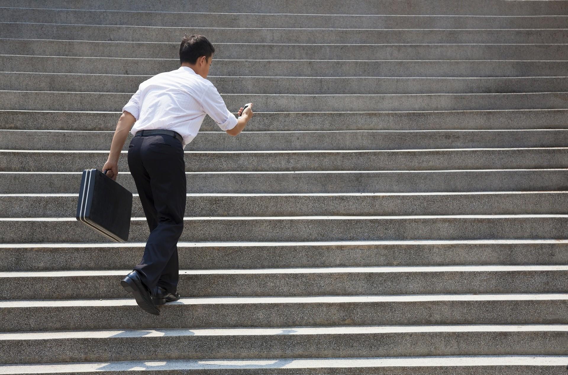 Ćwiczenia na orbitreku – 8 wskazówek dla początkujących