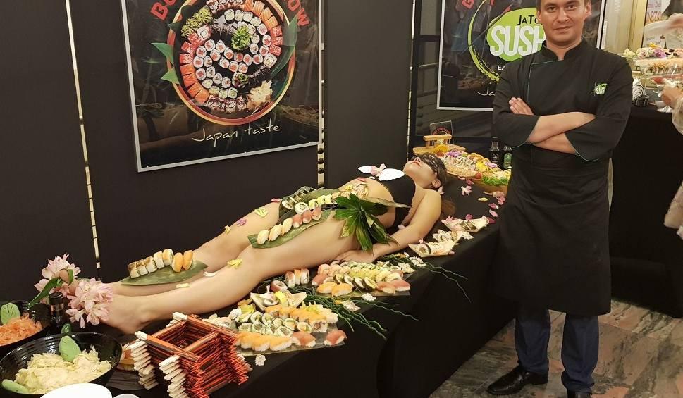 Film do artykułu: Dziś obchodzimy Międzynarodowy Dzień Sushi. W tym daniu odnajdziemy... polski smak