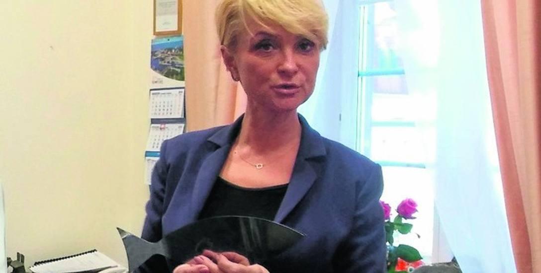 """Anna Mieczkowska wczoraj dostała do ręki, jako wymowny """"prezent"""", fragment Ławicy, który najwyraźniej odpadł"""