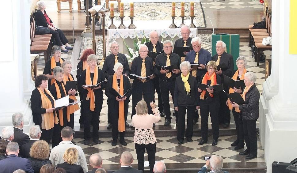 Film do artykułu: X Jubileuszowy Przegląd Zespołów Chóralnych Powiatu Kieleckiego na Świętym Krzyżu z gośćmi z Niemiec