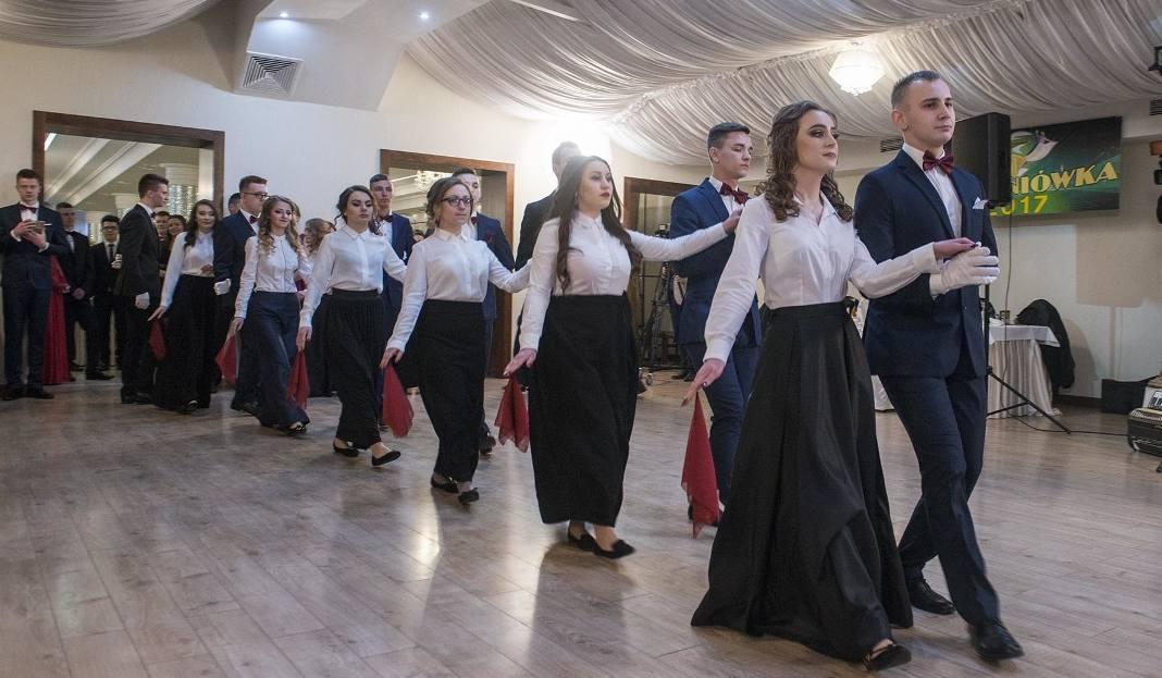 """Studniówka 2017 w Radomiu. Maturzyści z """"Konarskiego"""" zaczęli odliczanie do matury"""