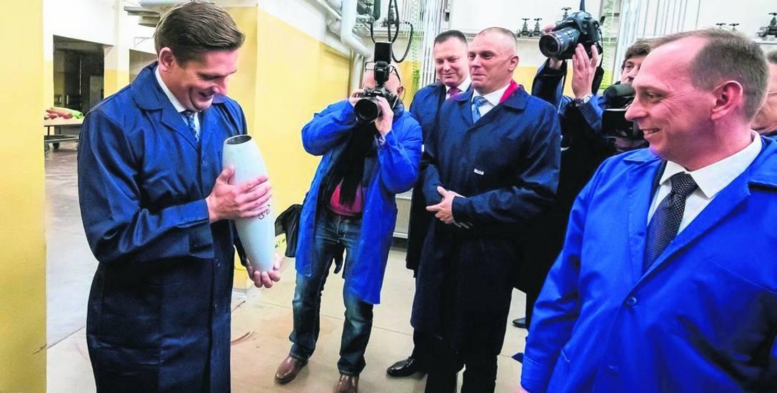 Minister Bartosz Kownacki wizytował zakład m. in. w towarzystwie prezesa Krzysztofa Kozłowskiego (po prawej)