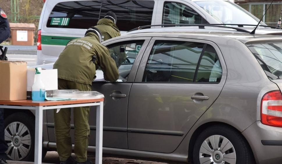 Film do artykułu: Pracowity weekend na granicach. Kierowca pod wpływem i atak pijanej kobiety na funkcjonariusza