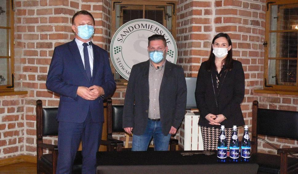 Film do artykułu: Święto Młodego Wina w Sandomierzu otwarte. Właściciele winnic prezentowali swoje trunki [WIDEO, ZDJĘCIA]