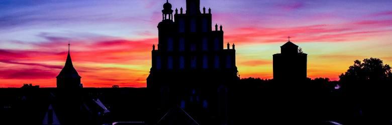 Żarski kościół farny jest charakterystyczną wizytówką miasta. Pięknie się prezentuje o każdej porze roku. Zobaczcie sami.