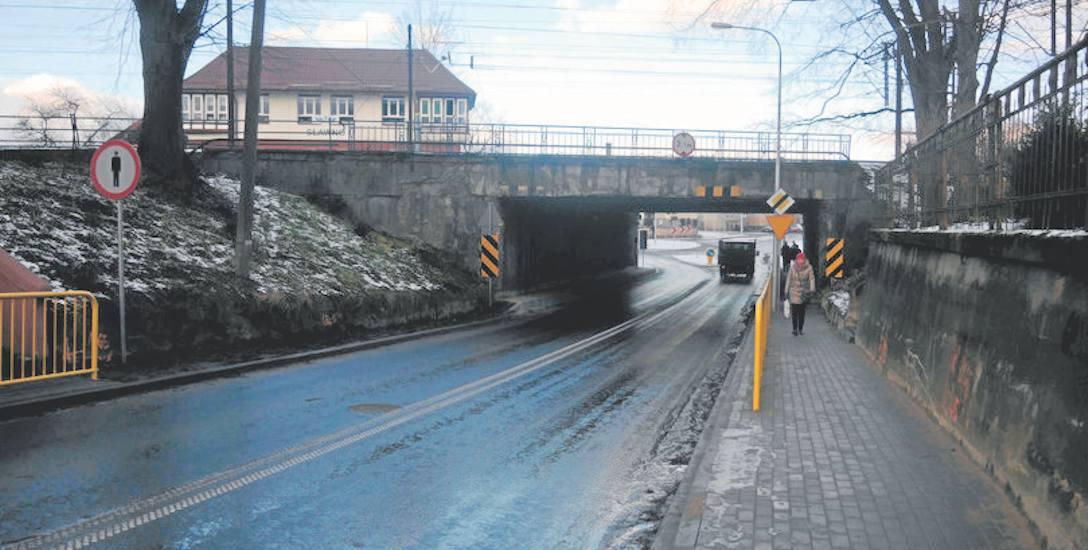 Mieszkańcy, jak i władze miasta Sławno są zdenerwowani planowanym niemal rocznym remontem wiaduktu. Przejazd znów zostanie zamknięty